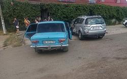 """В Новой Одессе пьяный водитель авто протаранил припаркованные автомобили возле кафе """"Удача"""" (Фото)"""